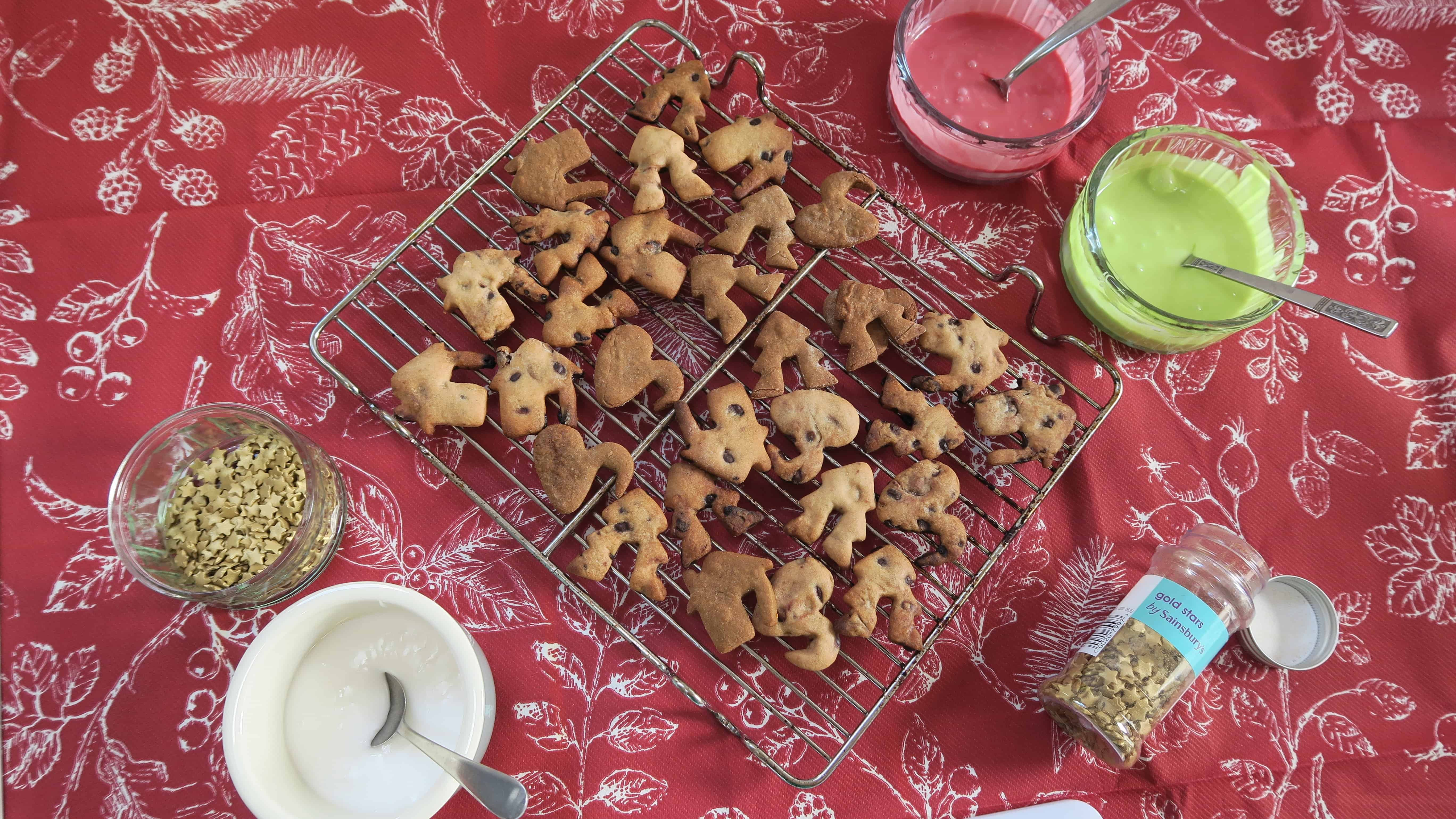 Decorating Gluten Dairy Nut And Egg Free Christmas Mug Cookies The Gluten Free Blogger