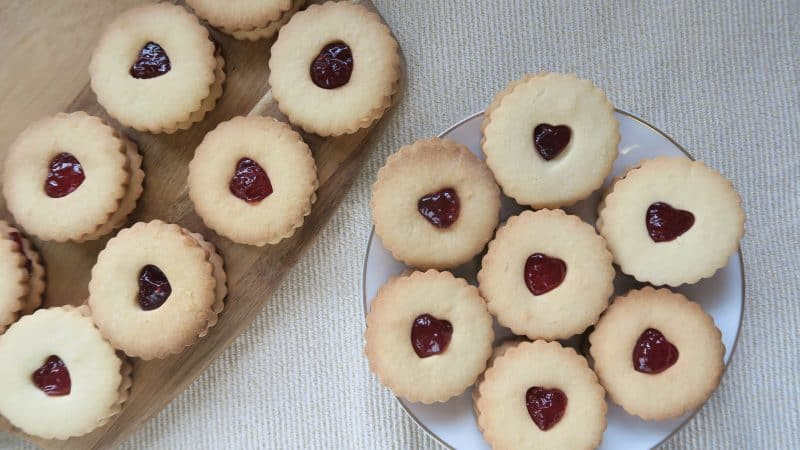 GLUTEN FREE JAMMY DODGERS JAMMIE DODGERS RECIPE