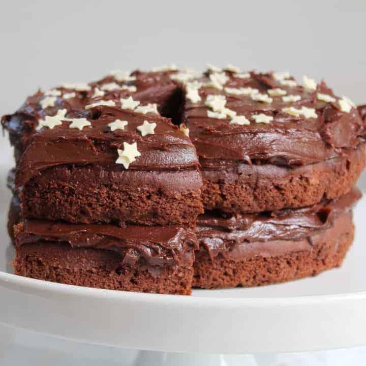 GLUTEN FREE CHOCOLATE CAKE RECIPE WITH THICK CHOCOLATE GANACHE FROSTING