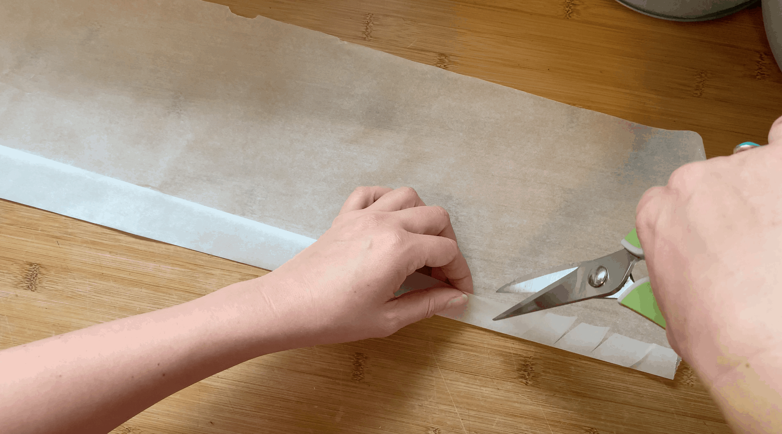 how to line a christmas cake tin